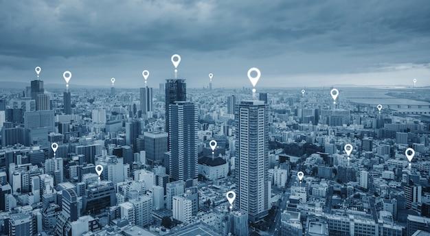 Kartenstift gps-navigationstechnologie und drahtlose technologie in der stadt Premium Fotos