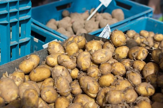 Kartoffeln in kisten zu verkaufen Kostenlose Fotos