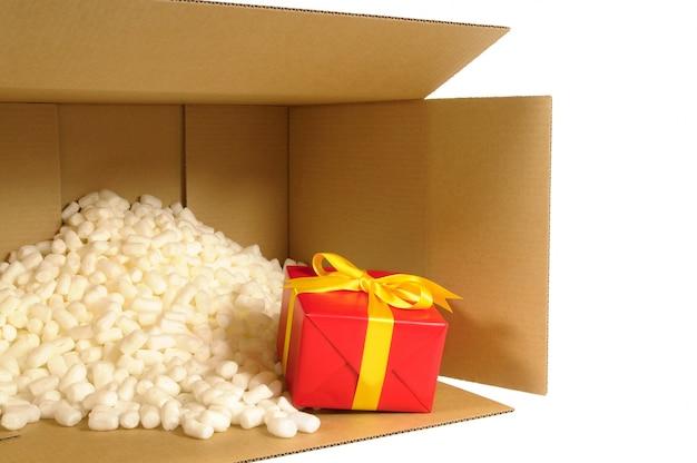 Karton Lieferkarton mit rotem Geschenk innen   Download der ...