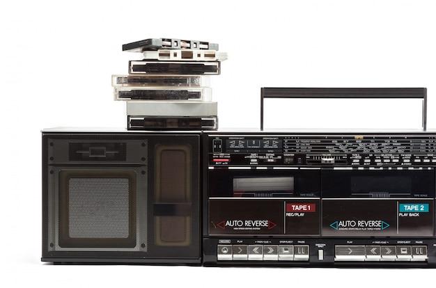 Kassettenrekorder auf weiß Premium Fotos