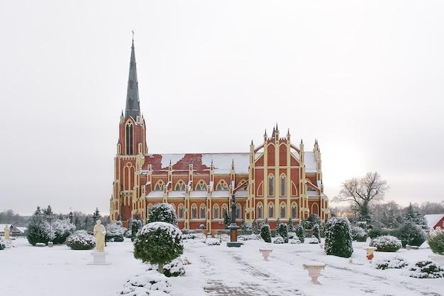 Katholische kirche in gervyaty Premium Fotos