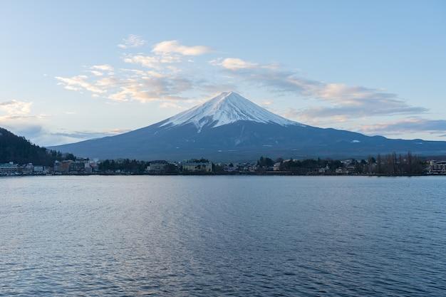 Kawagushiko see mit fujisan berg in japan. Premium Fotos