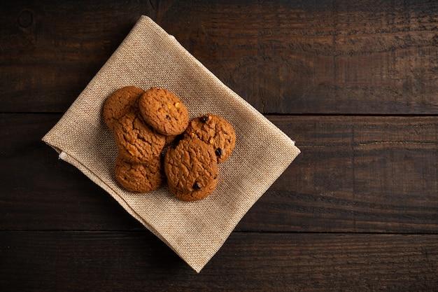 Kekse auf holztisch. Kostenlose Fotos