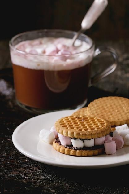 Kekse mit marshmallows Premium Fotos