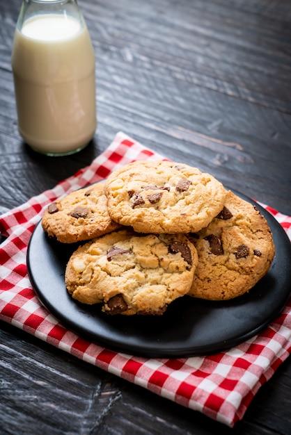Kekse mit schokoladenstückchen Premium Fotos