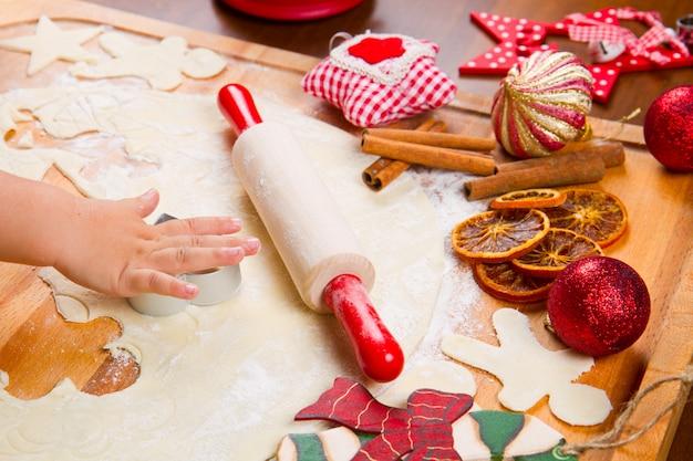 Keksteig hausgemacht zu weihnachten Premium Fotos