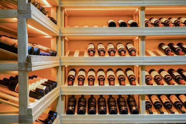 Keller mit flaschen Kostenlose Fotos