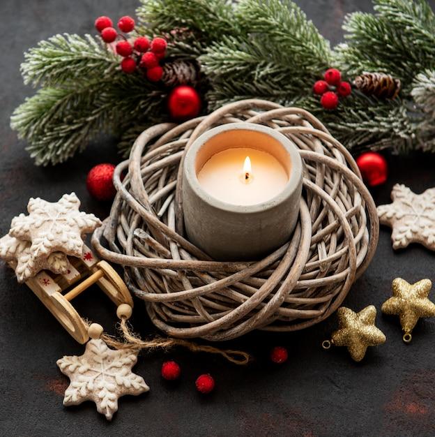 Kerzen- und weihnachtsdekorationen Premium Fotos