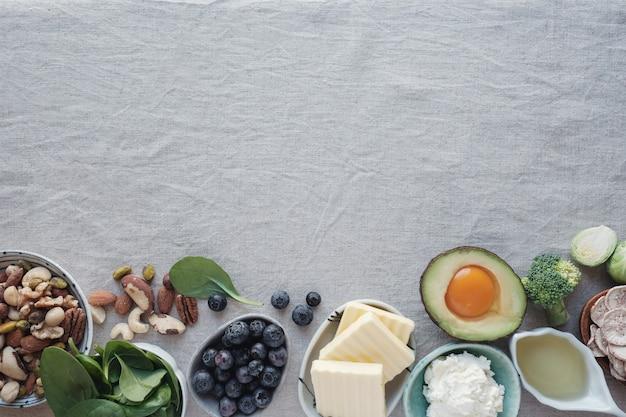 Ketogene ernährung, kohlenhydratarmes, fettreiches und gesundes essen Premium Fotos