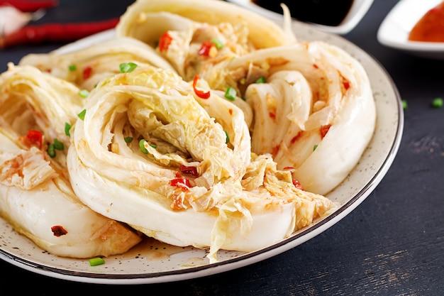 Kimchi kohl in einer schüssel Kostenlose Fotos