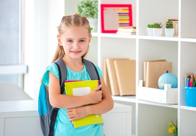 Kind bereit für die schule | Premium-Foto