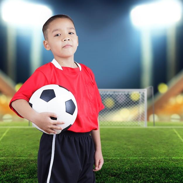 Kind fußballspieler Premium Fotos