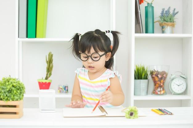 Kinder haben kein interesse am lernen. Kostenlose Fotos