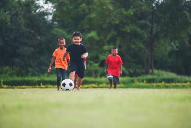 Kinder Spielen Fussball Fussball Download Der Kostenlosen Fotos