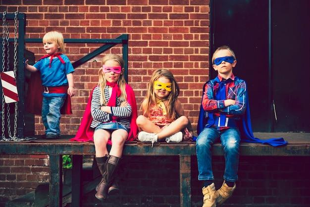 Kinder verkleidet als superhelden Premium Fotos