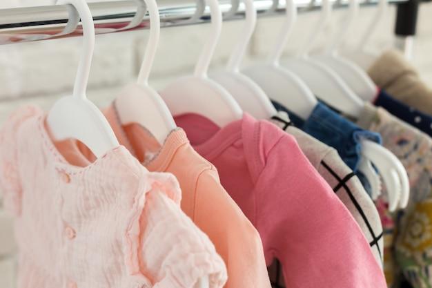 Kinderkleidung Premium Fotos