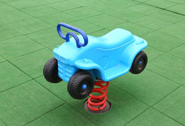 Kinderspielgeräte, schaukel Premium Fotos