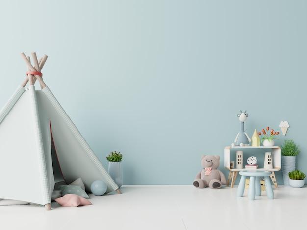Kinderspielzimmer mit zelt und sitzender puppe des tisches auf leerem blauem wandhintergrund. Premium Fotos