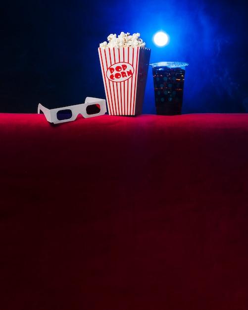 Kino mit popcornbox und gläsern 3d Kostenlose Fotos