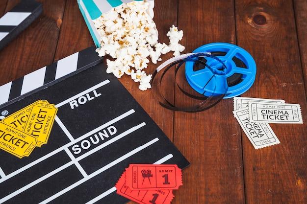 Kino zeug auf dem tisch Kostenlose Fotos