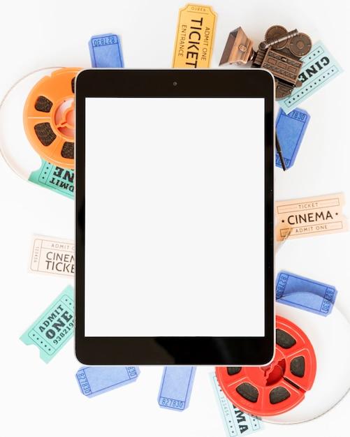 Kinokonzept mit tablette Kostenlose Fotos