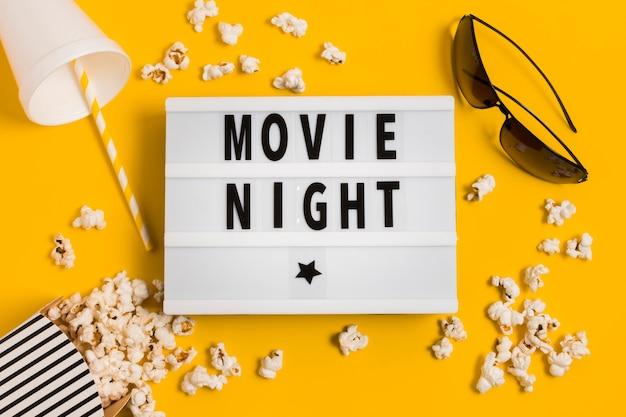 Kinozeit mit popcorn und saft Kostenlose Fotos