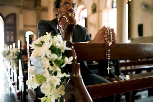 Kirchenleute glauben an glaubensbekenntnis Premium Fotos