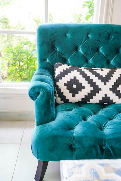 kissen auf sofa dekoration interieur download der kostenlosen fotos. Black Bedroom Furniture Sets. Home Design Ideas