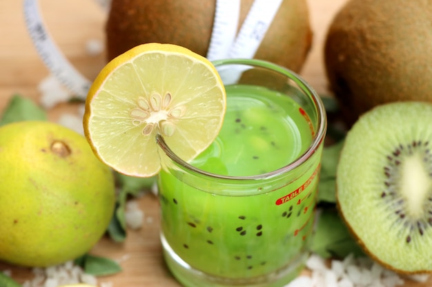 Kiwi mit saft smoothie Premium Fotos