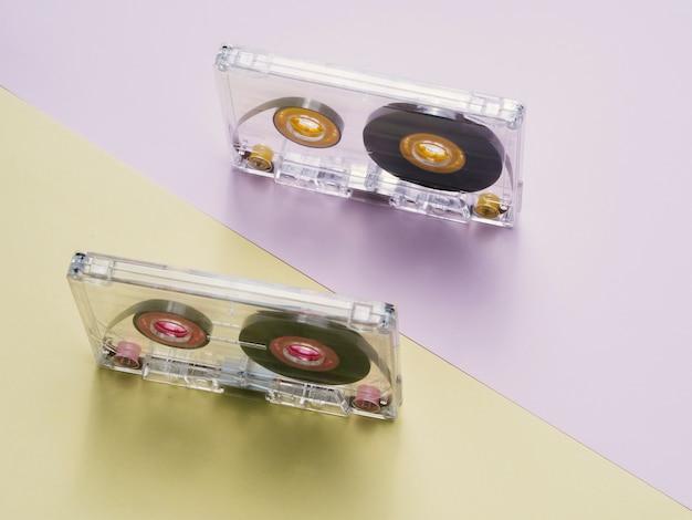Klare kassetten mit diagonaler ansicht von oben Kostenlose Fotos