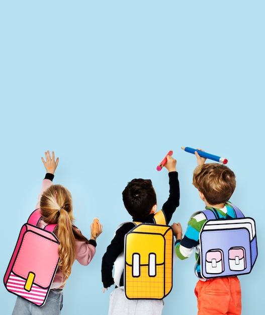 Klassenkameraden freunde tasche schulbildung Premium Fotos