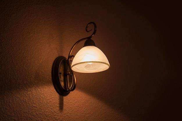 Klassische lampe leuchtet weißes licht Premium Fotos