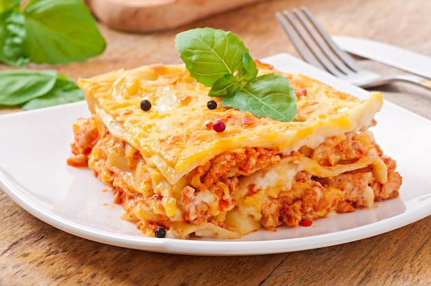 Klassische lasagne mit bolognese-sauce Kostenlose Fotos