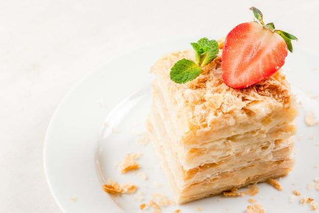 Klassischer kuchen - napoleon oder millefeuille Premium Fotos
