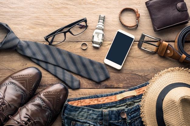 Kleidung für männer auf dem holzboden Premium Fotos