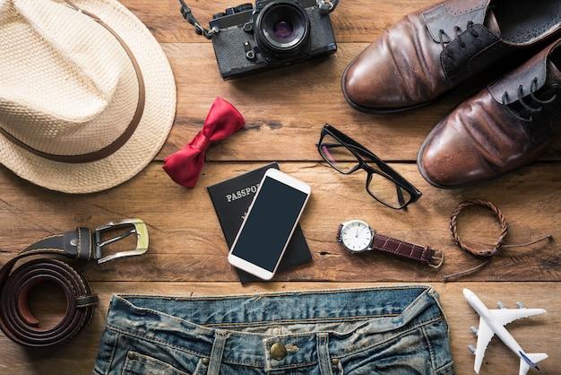 Kleidung für männer auf dem weißen bretterboden Premium Fotos