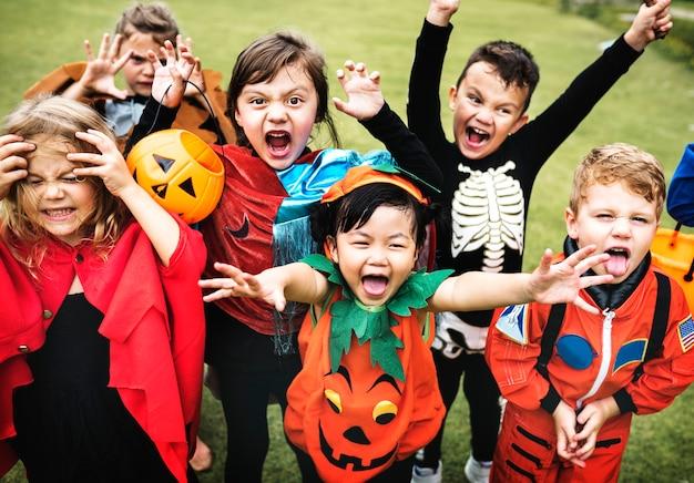 Kleine kinder auf halloween-party Kostenlose Fotos