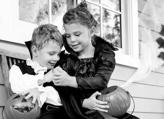 Kleine kinder süßes oder saures Kostenlose Fotos