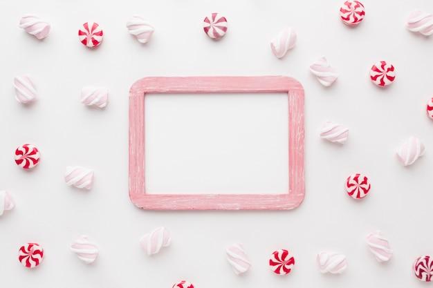 Kleine süßigkeiten der draufsicht mit kopienraum Kostenlose Fotos