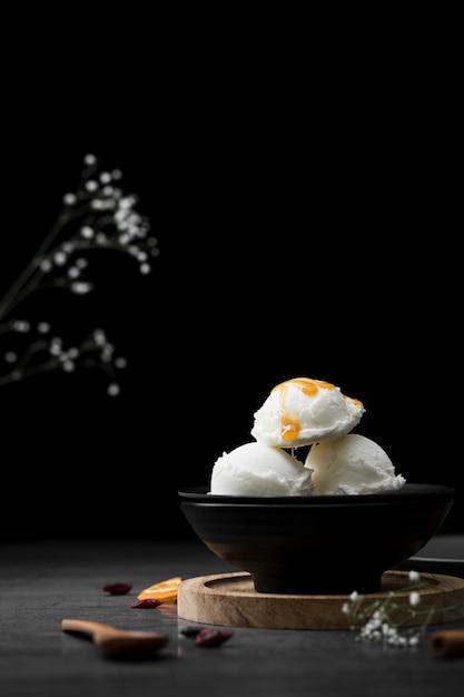 Kleine tasse mit vanilleeis Kostenlose Fotos