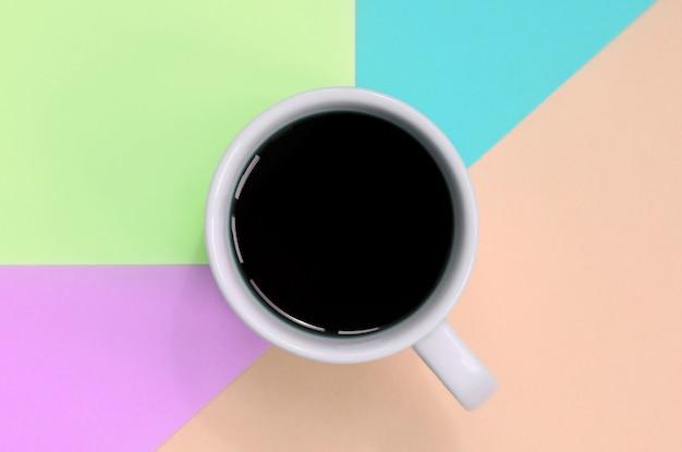 Kleine weiße kaffeetasse. ansicht von oben Premium Fotos