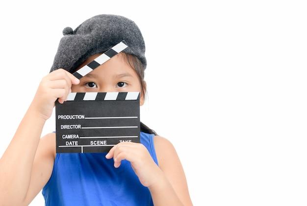Kleiner direktor, der klöppelbrett oder schieferfilm hält Premium Fotos
