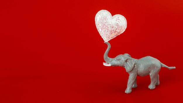 Kleiner elefant mit weichem herzen Kostenlose Fotos