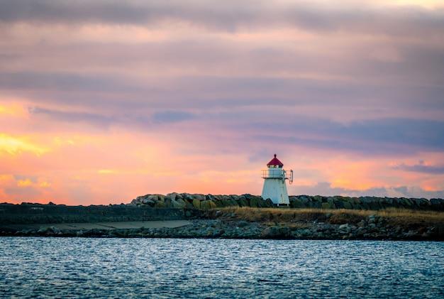 Kleiner leuchtturm bei lista in norwegen Premium Fotos