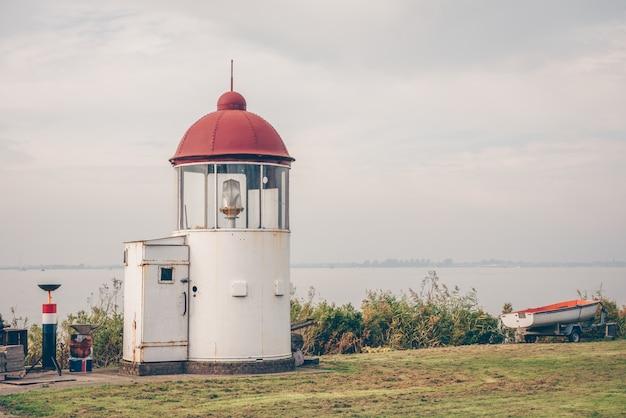 Kleiner leuchtturm Premium Fotos
