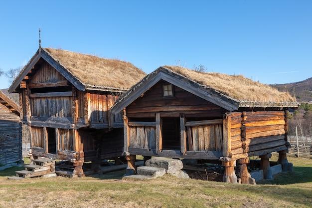 Kleines gebäude in norwegen berg. Kostenlose Fotos