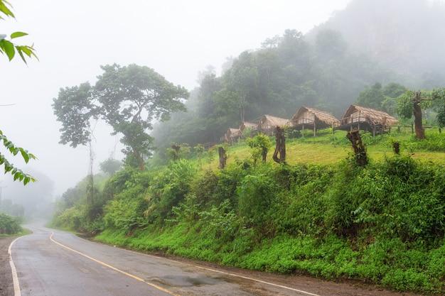 Kleines haus in mae hong son provinz thailand Premium Fotos