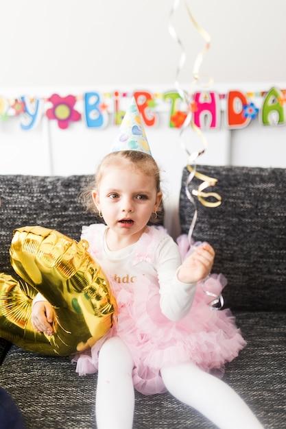 Kleines mädchen mit ballon Kostenlose Fotos