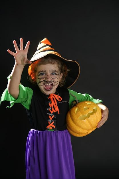 Kleinkind mädchen, halloween-kostüm Premium Fotos