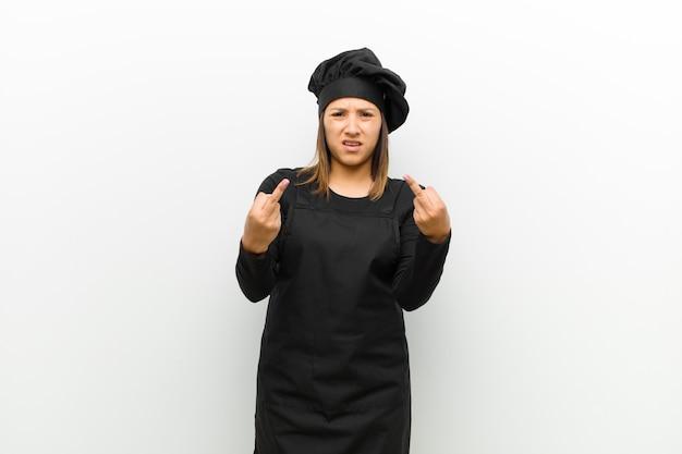 Kochfrau, die provozierend sich fühlt Premium Fotos